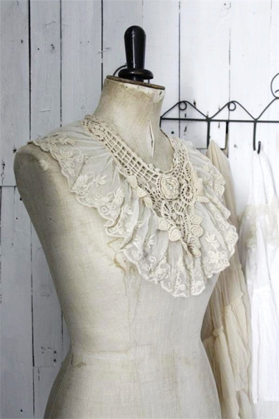 Jeanne d Arc Living Lace Collar