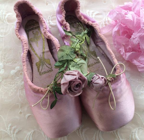 Vintage Pink Ballet Pointe Shoes