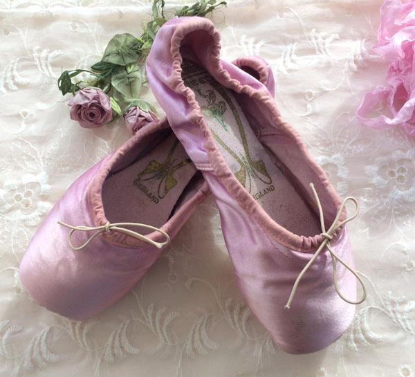 Vintage Pink Ballet Pointe Shoes