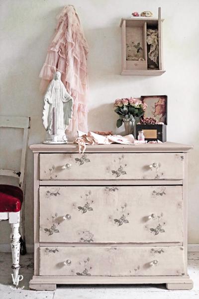 Faded Roses Wallpaper Vintage Shabby Romantic