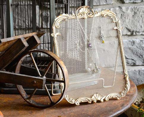 Shabby Vintage Jewelry Stand