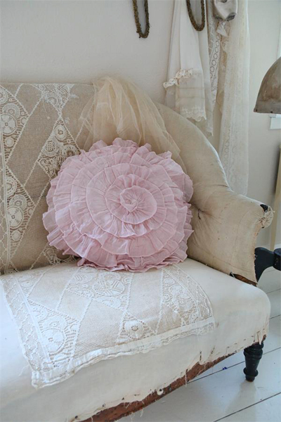 Shabby Pink Cushion Round