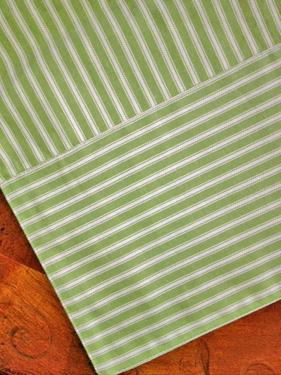 Green Apple Table Runner